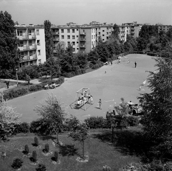 Plac zabaw na osiedlu LSM im. Adama Mickiewicza