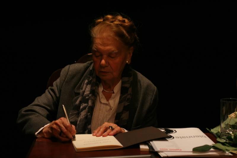 Julia Hartwig Wiersze O Lublinie Leksykon Teatr Nn