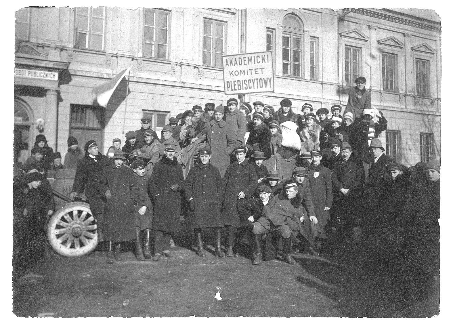 Zdjęcie z historią [12] Akademicki Komitet Plebiscytowy