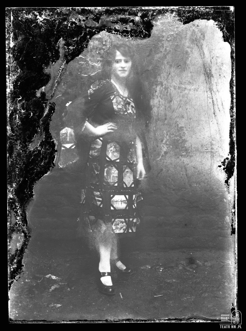 Zdjęcie z historią [7]: Tajemnica sukienki ze szklanych negatywów